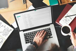 Come scrivere una mail di vendita - Jill Konrath
