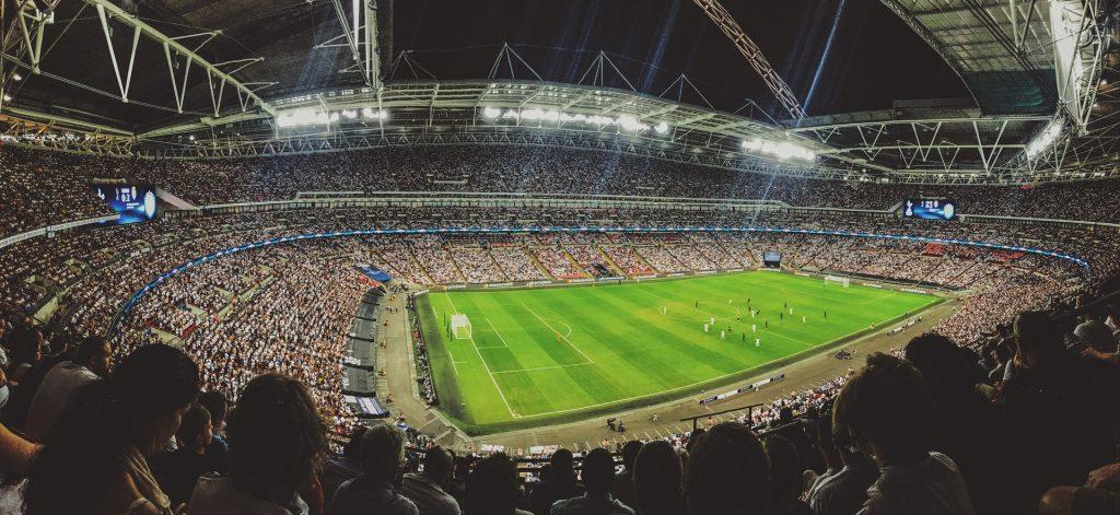 Stadio con partita di calcio
